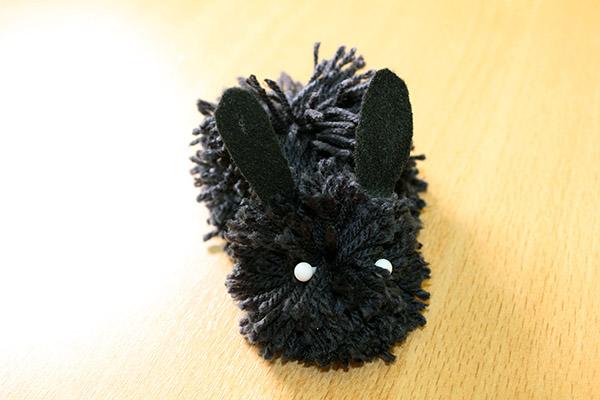 Créer un lapin de Pâques en pompons