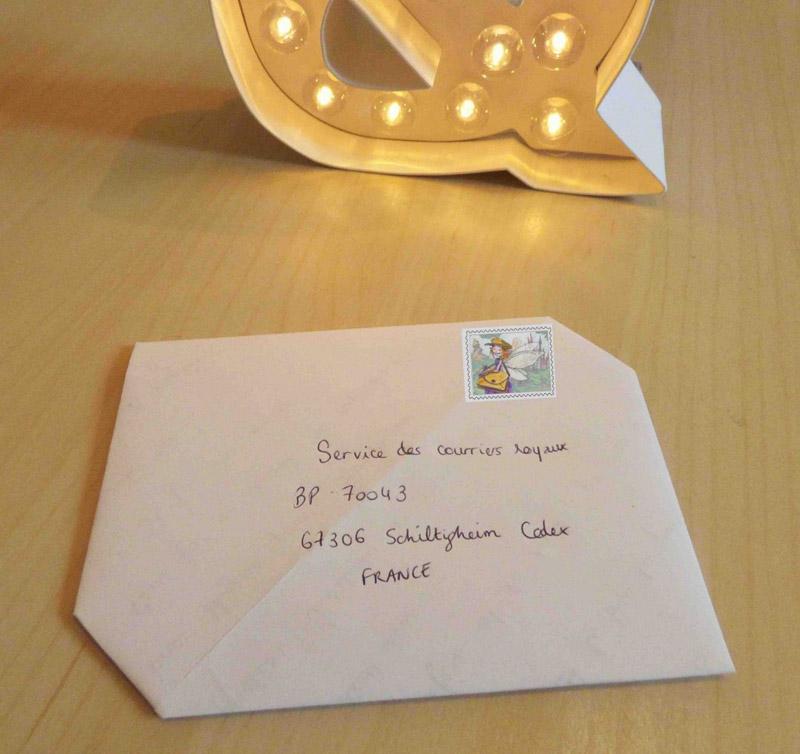 Une enveloppe en origami avec une feuille A4